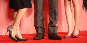 『新しい靴を買わなくちゃ』完成披露会見 中山美穂、向井理、桐谷美玲の足