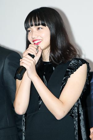 『ヒーローマニア-生活-』完成ヒーロー上映会舞台挨拶、小松菜奈