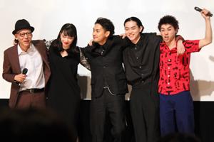 映画『ディストラクション・ベイビーズ』完成披露舞台挨拶、柳楽優弥、菅田将暉、小松菜奈、村上虹郎、真利子哲也監督