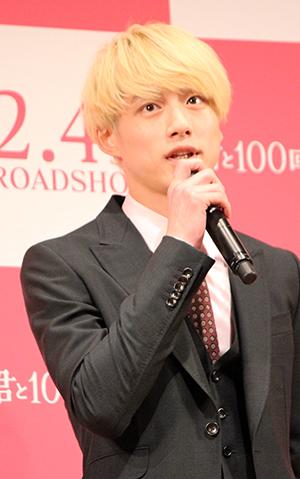 『君と100回目の恋』完成披露舞台挨拶、坂口健太郎