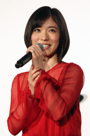 映画『万引き家族』公開記念舞台挨拶、松岡茉優