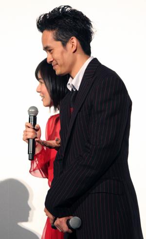 映画『万引き家族』公開記念舞台挨拶、松岡茉優、池松壮亮
