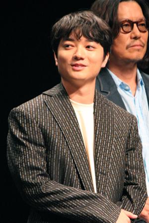 映画『パンク侍、斬られて候』公開記念舞台挨拶、染谷将太